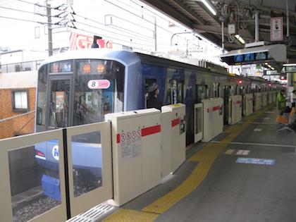 中目黒駅ホームドア.jpg